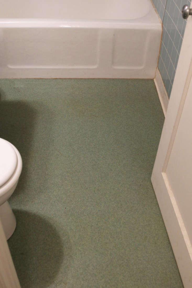 Before-Photo-Bathroom-Remodel-Remodelista-10
