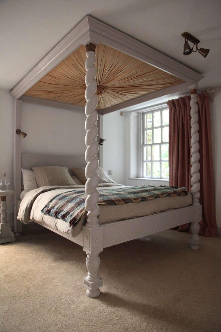 Berdoulat-&-Breakfast-Bath-England-Linley-Suite-Remodelista-2