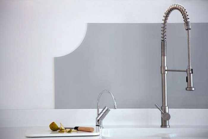 Blakes-London-Corian-Countertop-Grey-Glass-Backsplash-Remodelista