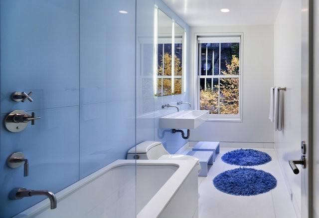 Blue Bath by Murphy Burnam and Buttrick_Remodelista