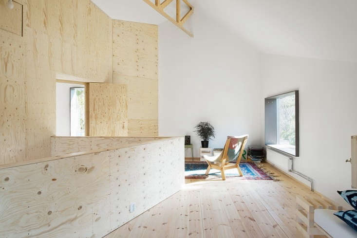 Blue-Plywood-House-Sweden-Tommy-Carlsson-Remodelista-04
