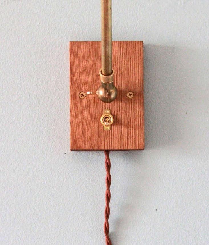Brass-Oak-Wall-Lamp-Allied-Maker-01