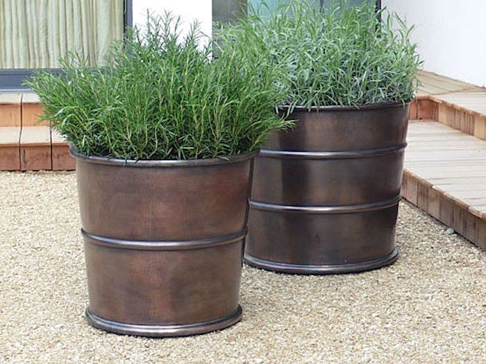 Bronzino-Ribbed-Planter-Gardenista
