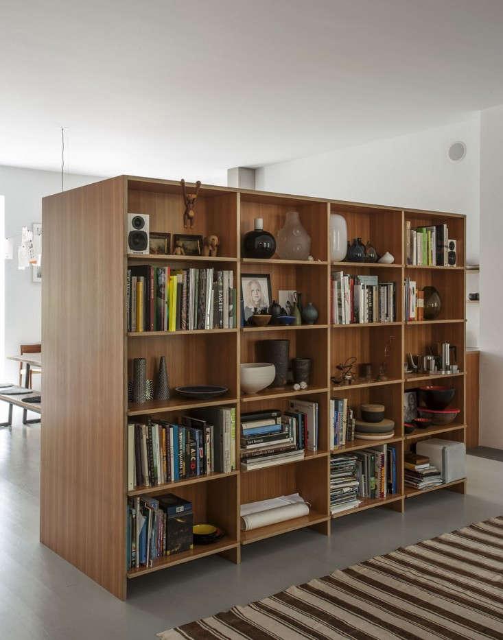Brooklyn-town-house-remodel-shelf-room-divide-Fernlund-and-Logan