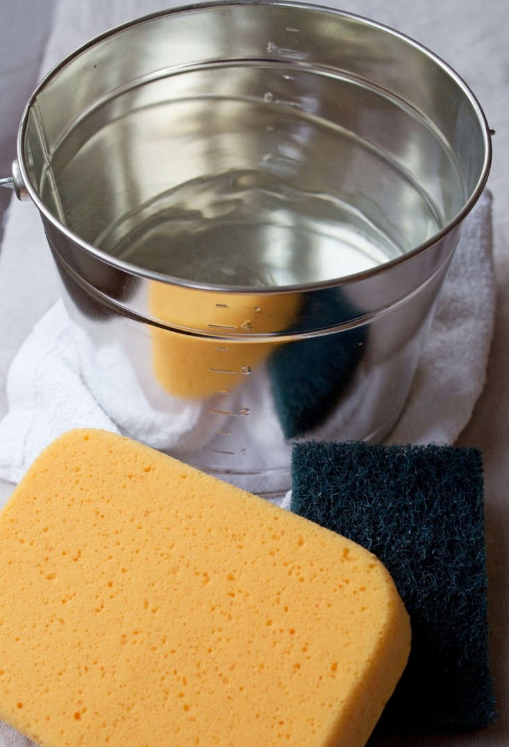 Bucket and Sponges for Diy Home Bathtub Refinishing, Remodelista