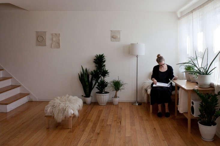 Caitlin-Emeritz-House-Visit-Michael-Muller-Remodelista-01