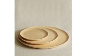 Cara Wood Plates from Muhs Home, Remodelista