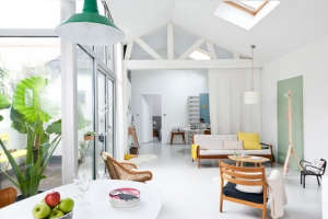 Caroline Gomez, Pastels and Colors in Bordeaux House, Living Area | Remodelista