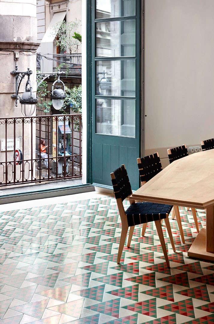 Carrer-Avinyo-David-Kohn-Architects-Barcelona-photo-Jose-Hevia-Blach-Remodelista-09