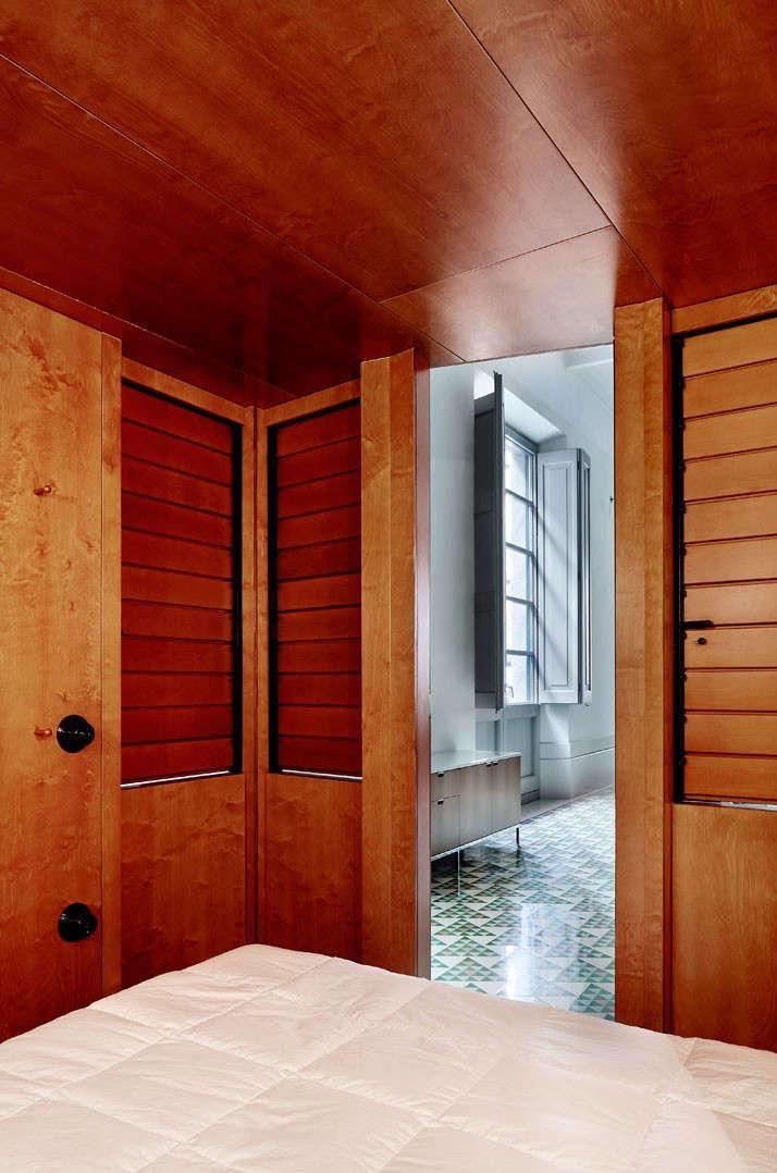 Carrer-Avinyo-David-Kohn-Architects-Barcelona-photo-Jose-Hevia-Blach-Remodelista-11