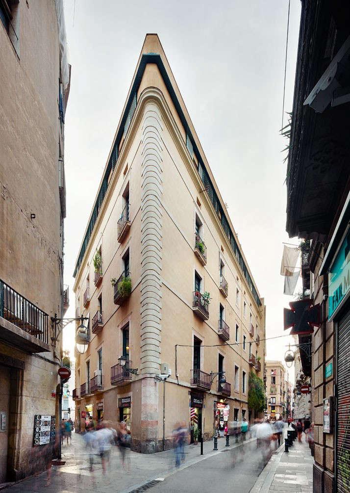Carrer-Avinyo-David-Kohn-Architects-Barcelona-photo-Jose-Hevia-Blach-Remodelista-12