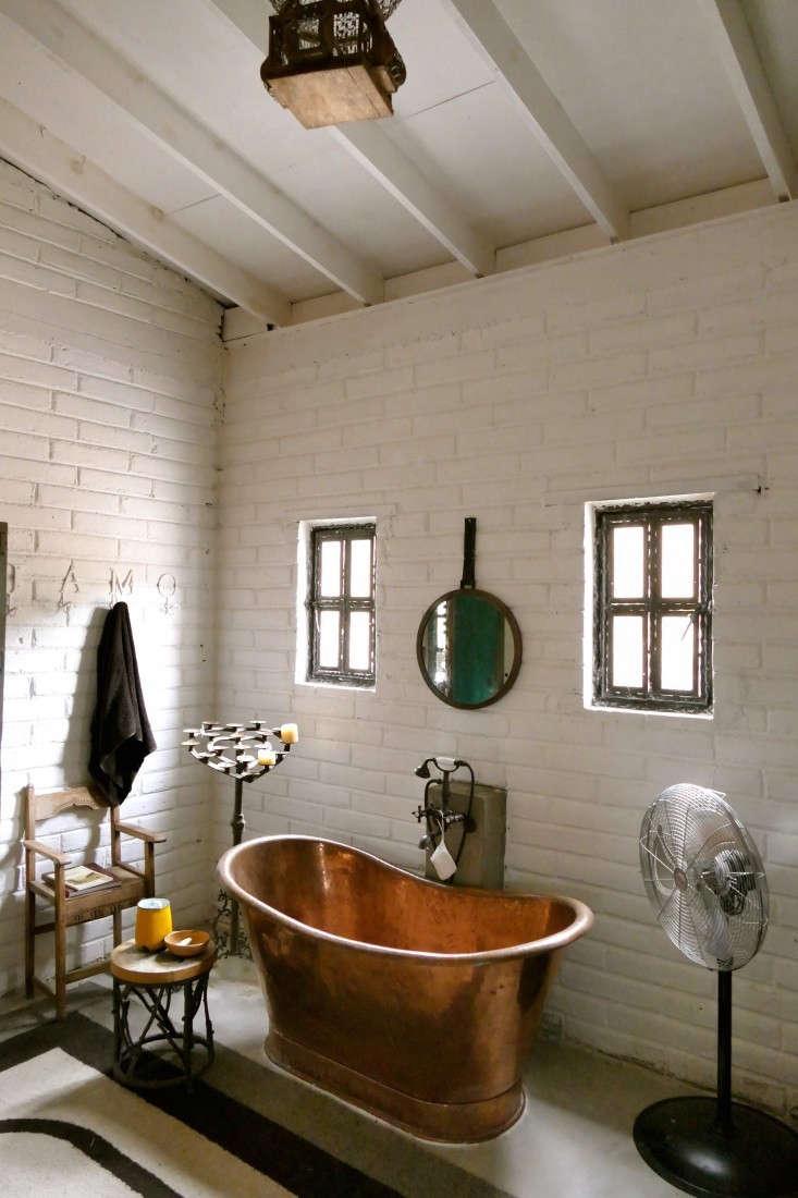 Casamidy-ranch-master-bath-Remodelista-3