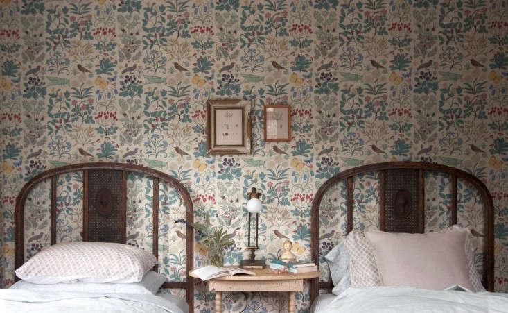 Catskills-Farmhouse-wallpaper–bedroom-by-Jersey-Ice-Cream-Co-Remodelista-1