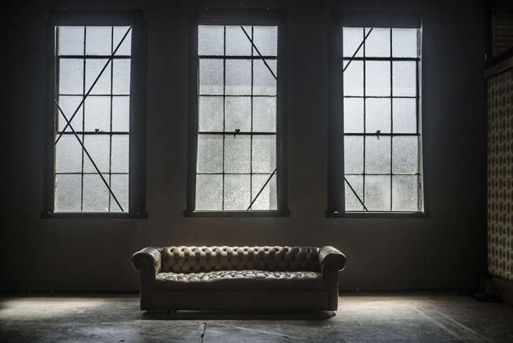 Chesterfield-couch-Amanda-Demme-State-of-Space-Store-Remodelista.png