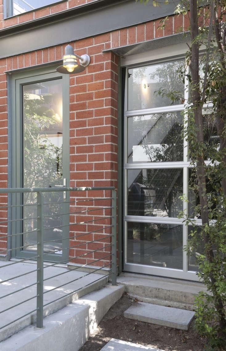 DISC-Interiors-Gardein-kitchen-garage-door