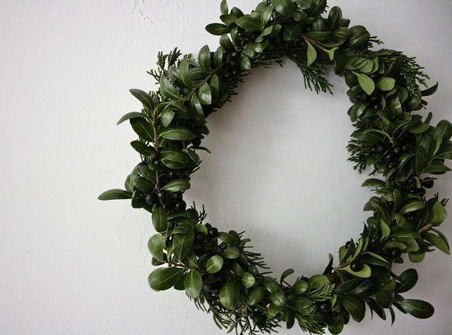DIY Holiday Boxwood Wreath, Reading My Tea Leaves, Remodelista