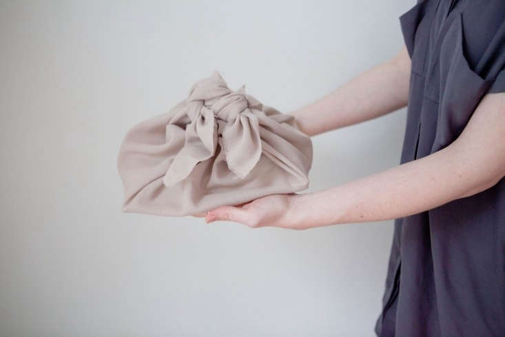 DIY-Furoshiki-Cloth-Basic-Wrap-Remodelista-1