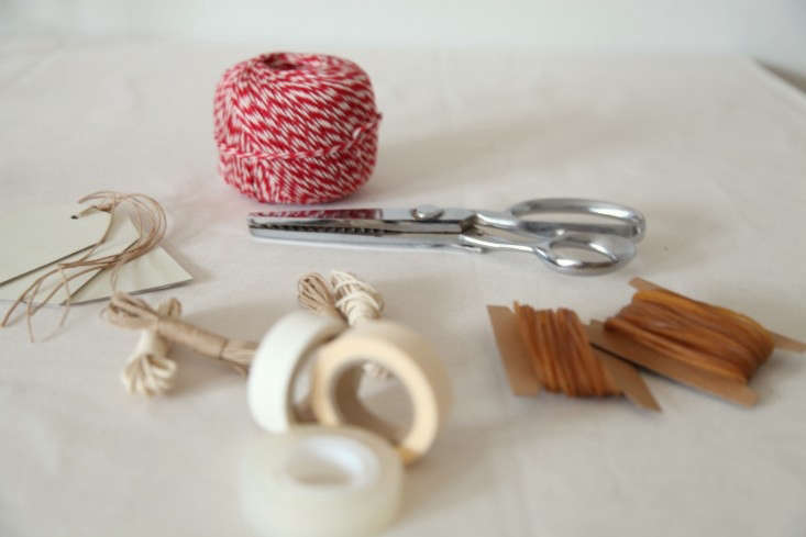DIY-Holiday-Gift-Wrap-Ideas-with-Terrain-Remodelista-01
