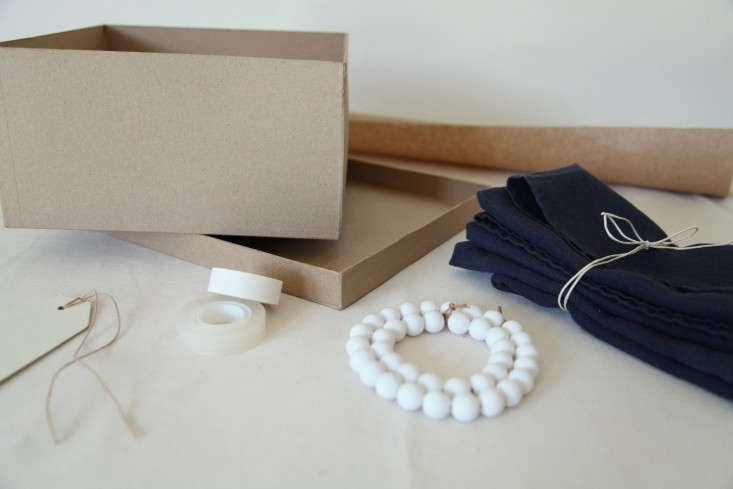 DIY-Holiday-Gift-Wrap-Ideas-with-Terrain-Remodelista-06
