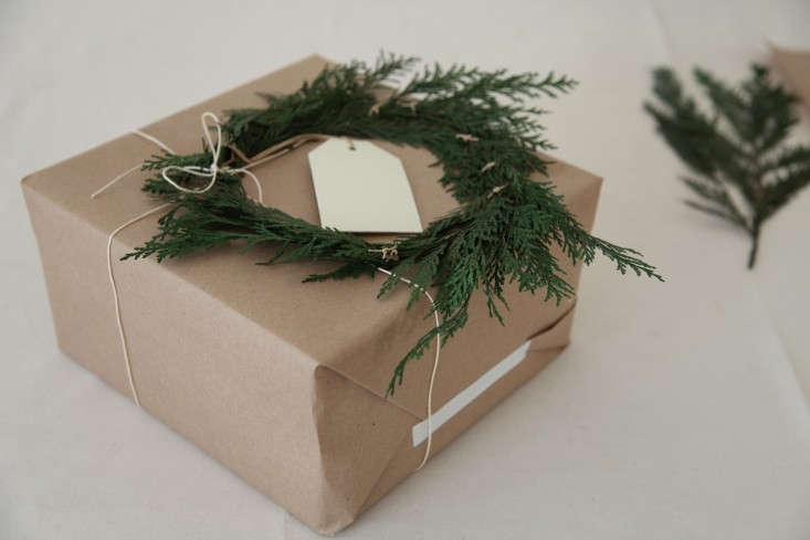 DIY-Holiday-Gift-Wrap-Ideas-with-Terrain-Remodelista-07