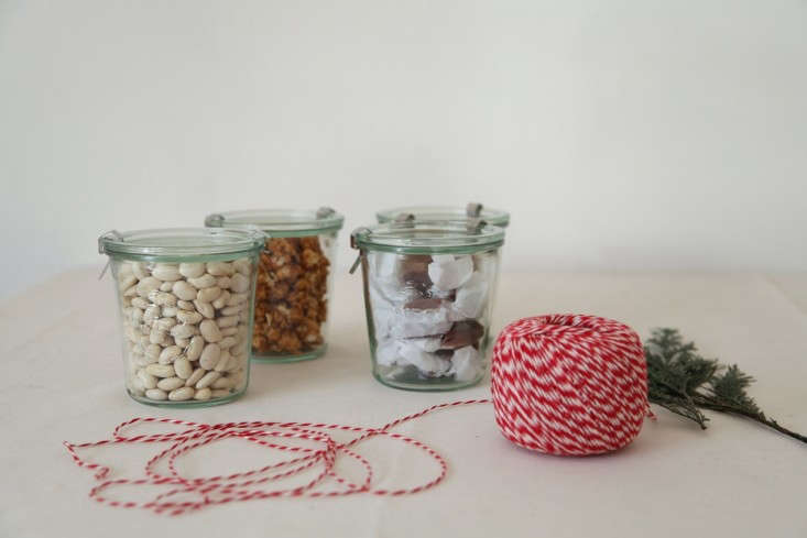 DIY-Holiday-Gift-Wrap-Ideas-with-Terrain-Remodelista-08