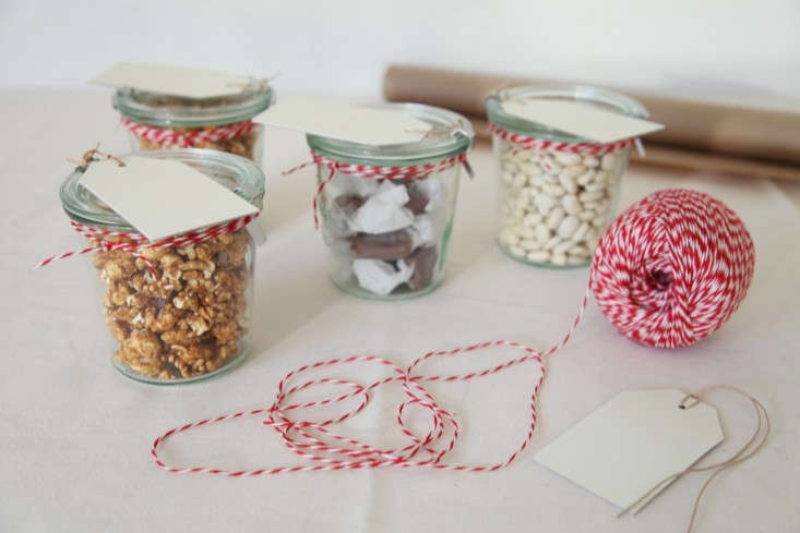 DIY-Holiday-Gift-Wrap-Ideas-with-Terrain-Remodelista-09