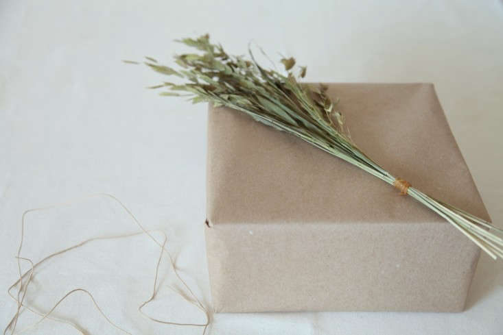 DIY-Holiday-Gift-Wrap-Ideas-with-Terrain-Remodelista-11