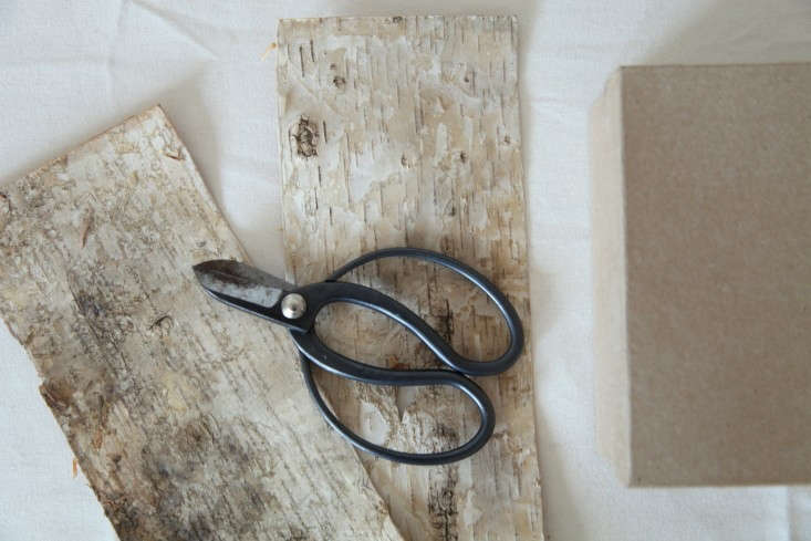 DIY-Holiday-Gift-Wrap-Ideas-with-Terrain-Remodelista-12