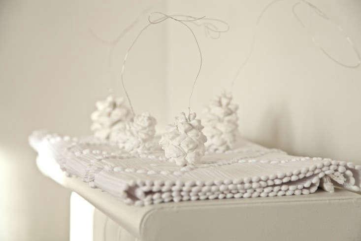 DIY-Snowy-Pine-Cones-Remodelista-001