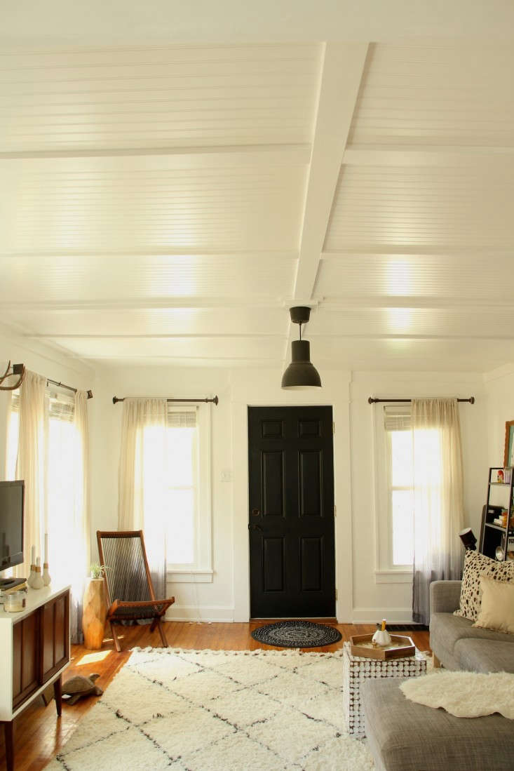 DIY-beadboard-living-room-ceiling-via-Lifestyle-and-Design-Online-Remodelista