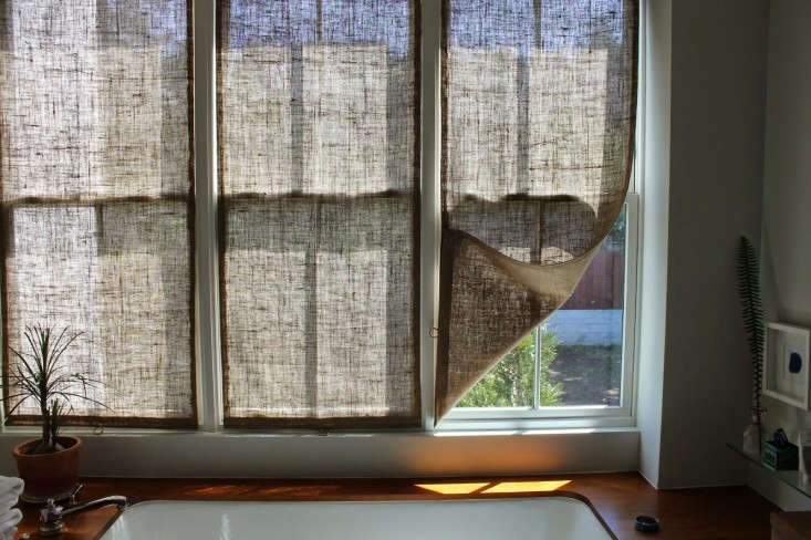 DIY-burlap-window-panels-by-Caitlin-Long-The-Shingled-House-Remodelista-2