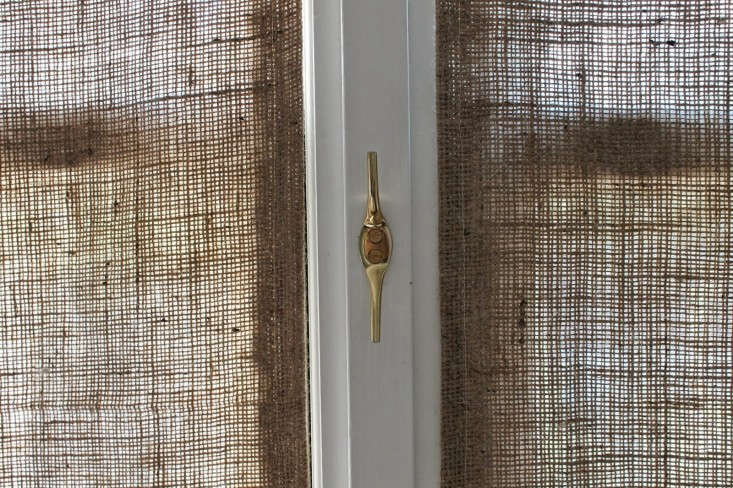 DIY-burlap-window-panels-cleat-detail-by-Caitlin-Long-The-Shingled-House-Remodelista-7