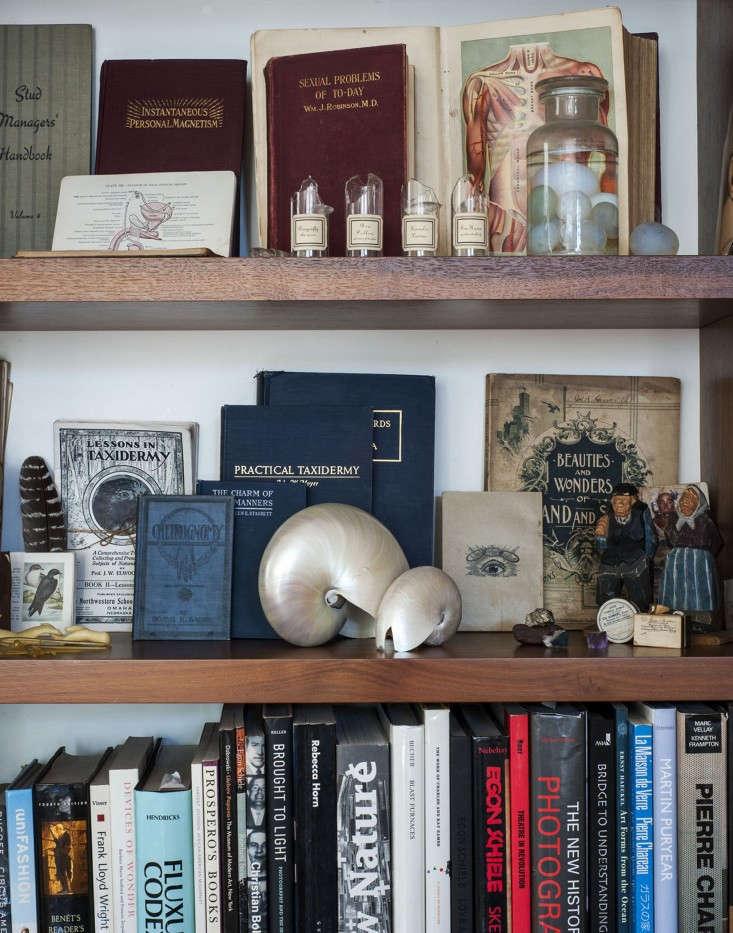 Dagmar-Daley-bookshelf-detail-Remodelista