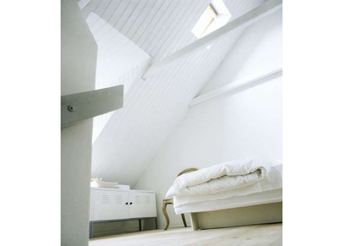 Daniel-Hertzell-White-Bedroom-Remodelista
