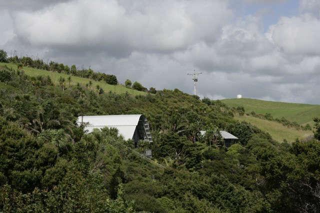 Davis-Bure-Pip-Cheshire-architect-Whale-Bay-NZ-Remodelist-11a