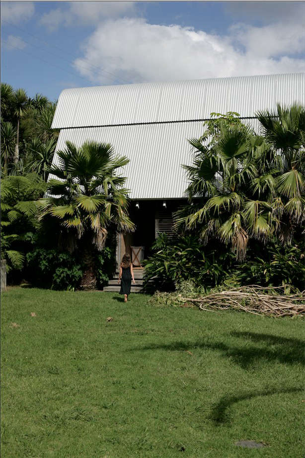 Davis-Bure-Pip-Cheshire-architect-Whale-Bay-NZ-Remodelista-20