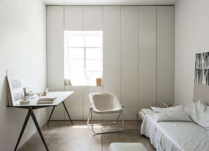Designer-Michaela-Scherrer-guest-room-home-office-LA- Remodelista