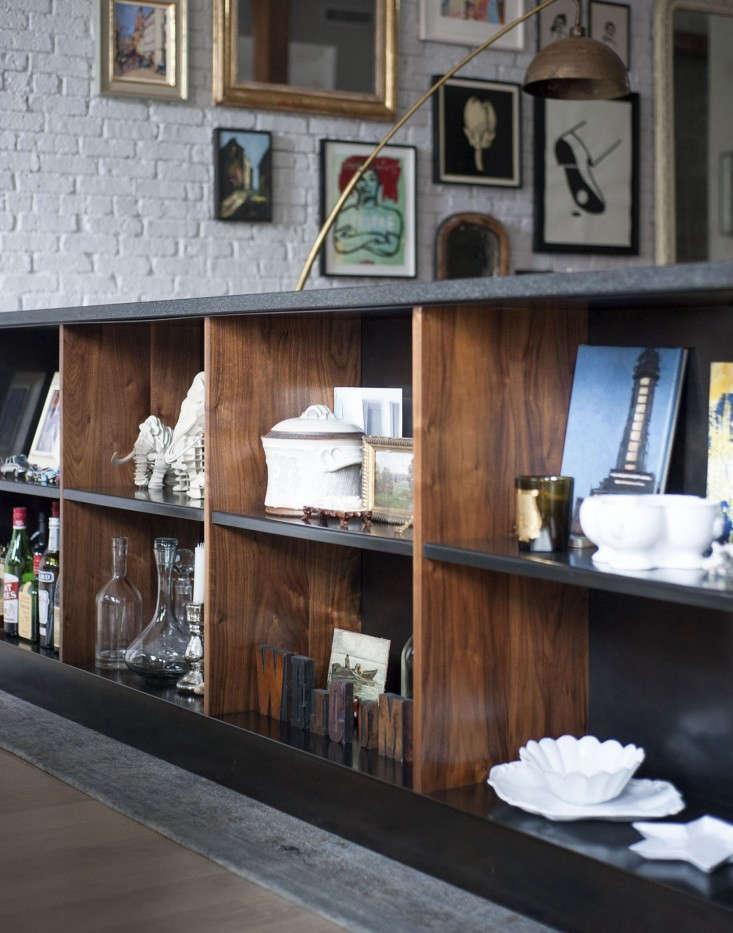 Dumbo-loft-Robertson-Pasanella-living-room-shelves-Remodelista