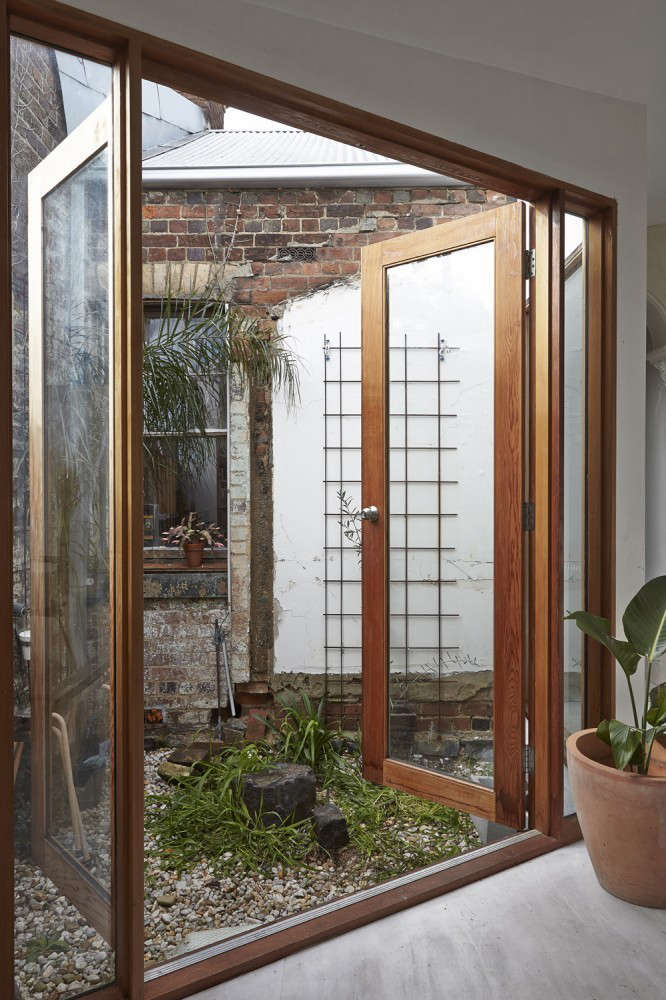 Edwards Moore Dolls House with Interior Courtyard Space, Remodelista