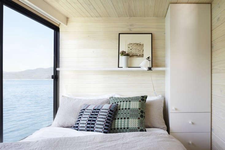 Eildon-housboat-by-Pipkorn-Kilpatrick-Melbourne-Remodelista-15