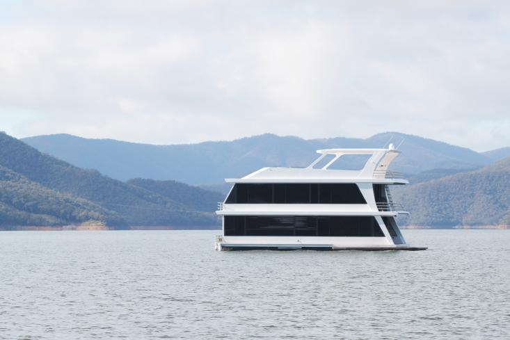 Eildon-housboat-by-Pipkorn-Kilpatrick-Melbourne-Remodelista-20