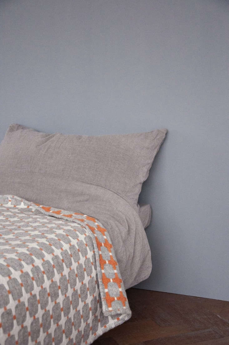 Eleanor- Pritchard-Line-blanket-photo-by- Kangan- Arora- Remodelista