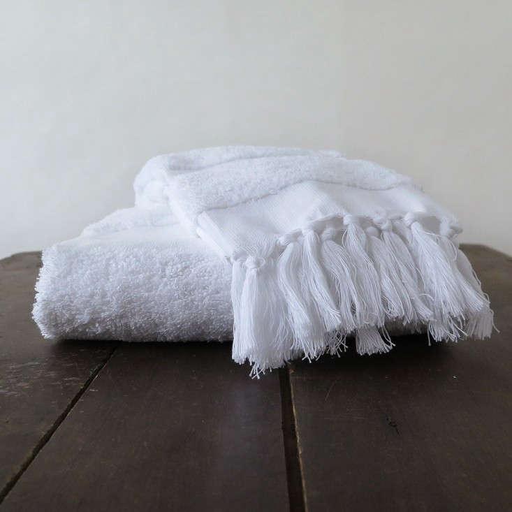 Erica-Tanov-Turkish-tasseled-towel-Remodelista