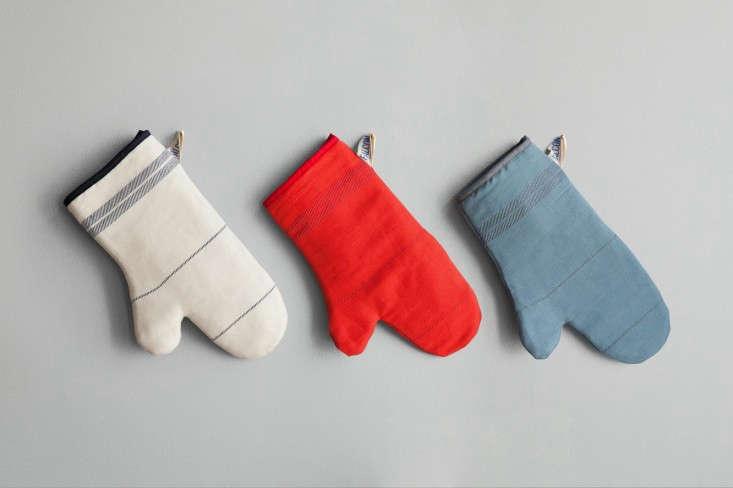 Falcon-Fabricware-Linen-Cotton-Oven-Gloves-Remodelista