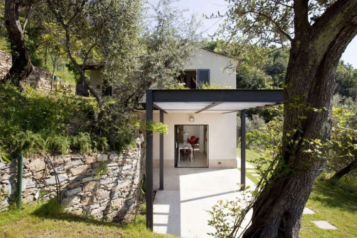Farmhouse-Restoration-by-A2BC-Architects-and-SibillAssociati-01