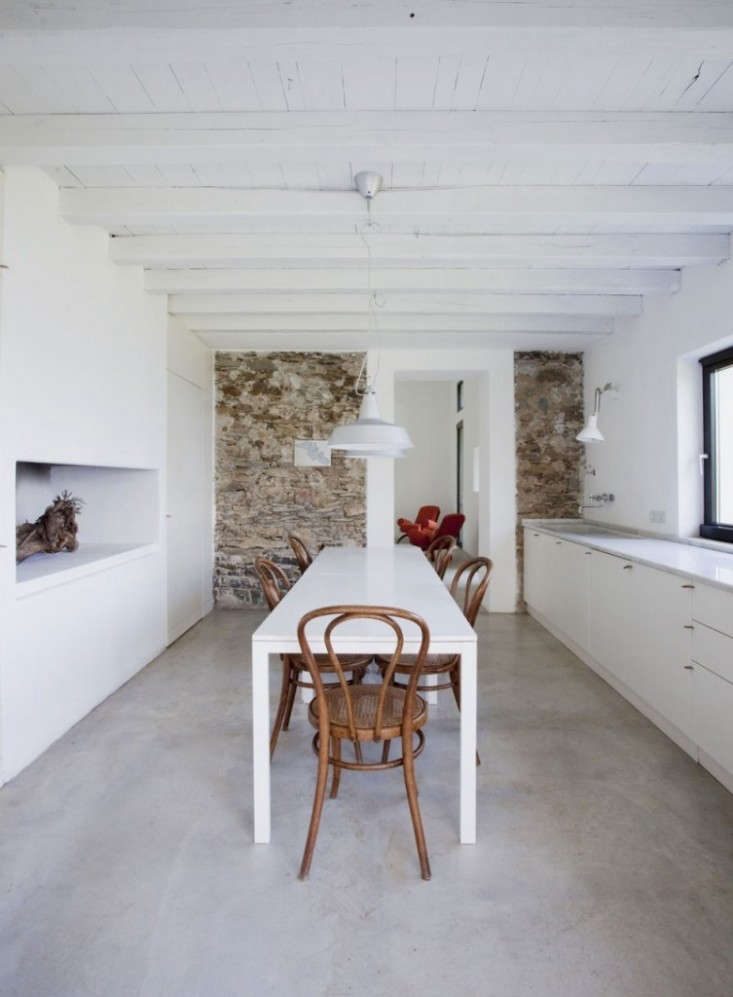Farmhouse-Restoration-by-A2BC-Architects-and-SibillAssociati-04-753×1024