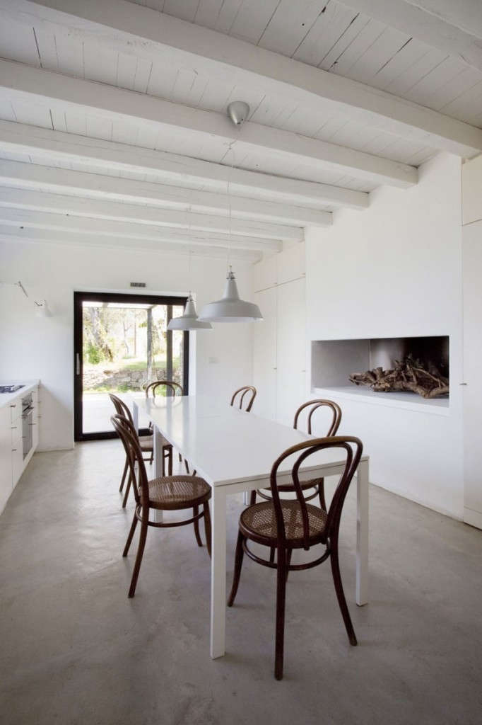 Farmhouse-Restoration-by-A2BC-Architects-and-SibillAssociati-06-682×1024