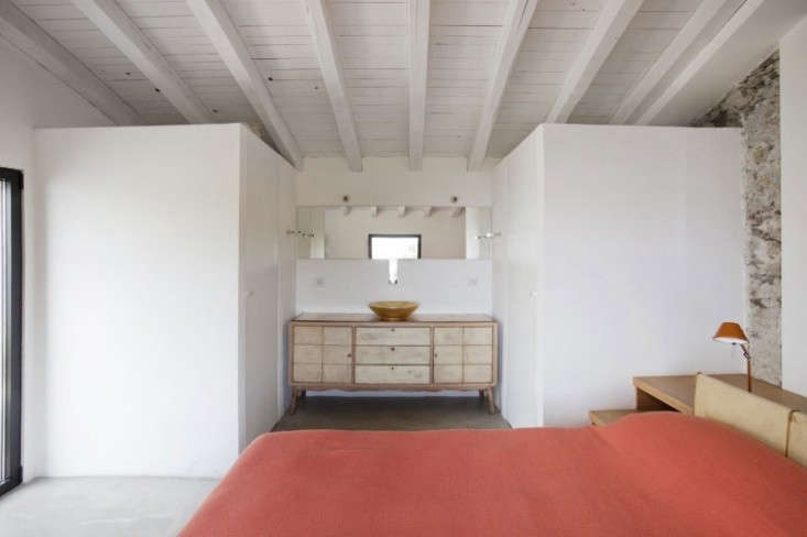 Farmhouse-Restoration-by-A2BC-Architects-and-SibillAssociati-14