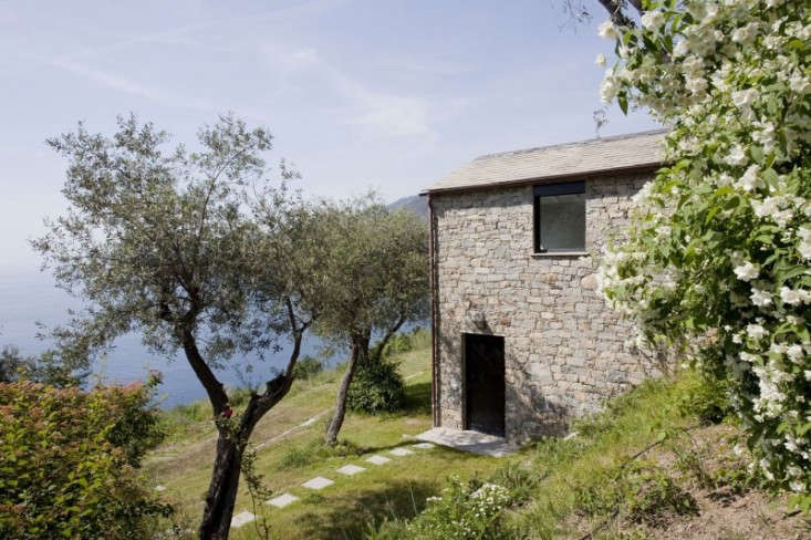Farmhouse-Restoration-by-A2BC-Architects-and-SibillAssociati-19