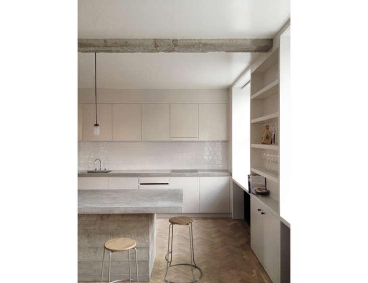 13 favorite minimalist british kitchens remodelista for New kitchen london